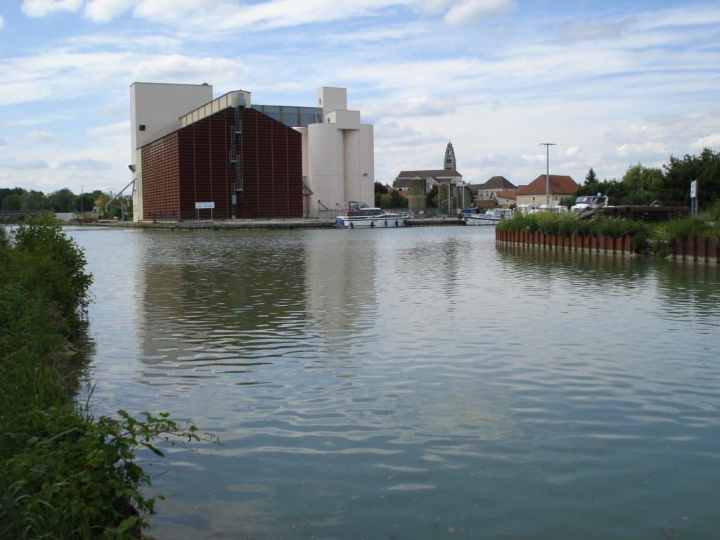 Condé-sur-Marne,_jonction_Canal_de_l'Aisne_à_la_Marne_-_Canal_latéral_à_la_Marne