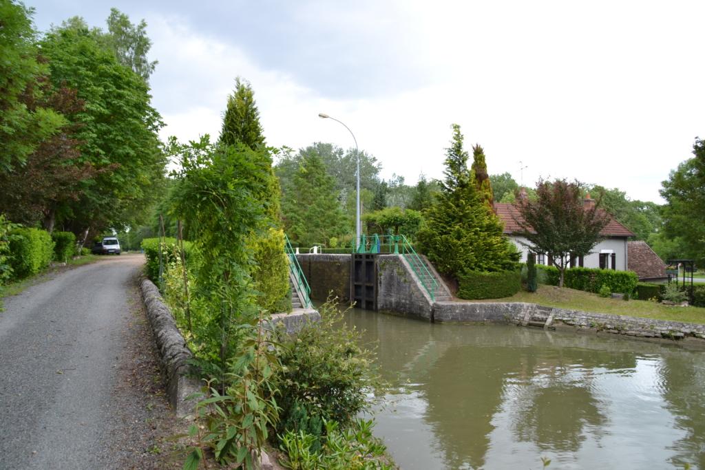 Ecluse_de_l'Acolin_-_Canal_latéral_à_la_Loire