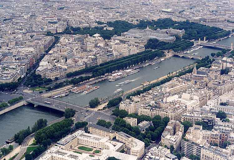The_Seine_as_seen_from_the_Eiffel_Tower,_June_2002